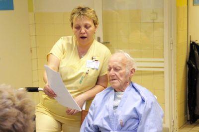 Adventní čas zpříjemnili pacientům Nemocnice Prostějov malí hudebníci