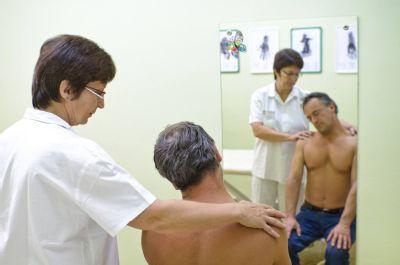 Tenisový loket, bolestivé klouby i šlachy řeší v Nemocnici Prostějov pomocí radioterapie