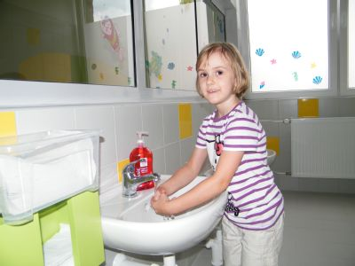 Zdravotníci Nemocnice Prostějov lidem vysvětlí správnou hygienu rukou