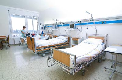 Pacientům napříč odděleními poradí bezplatně fyzioterapeuti a ergoterapeuti Nemocnice Prostějov