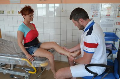 S žabkami i balerínami šlapeme vedle, ortopedové Nemocnice AGEL Prostějov doporučují kvalitní sandály