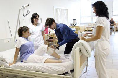 Nemocnice Prostějov zaučí další sanitáře. Kurz je plný, zájemce láká jistota práce