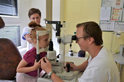Přípravy na školní rok vrcholí. Ohlídejte, zda dítě dobře vidí, radí odborníci Nemocnice AGEL Prostějov