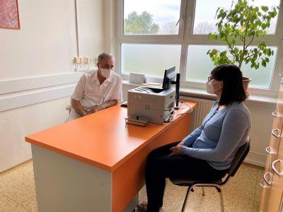 Začíná období klíšťat. Bude se v prostějovské nemocnici opakovat loňský zvýšený počet případů klíšťových encefalitid?