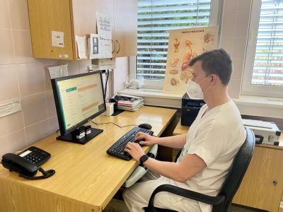 Pacienti gastroenterologického oddělení Nemocnice AGEL Prostějov se mohou nově objednávat ke koloskopickému vyšetření online